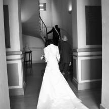 photographe mariage Beaujolais entrée de la mairie