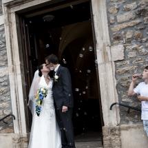 photographe mariage Lyon parvis de l'église Gaelle et Thibault