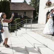 photographe mariage Thiez mariés sur le parvis