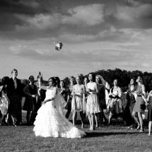 photographe mariage lancé de bouquet