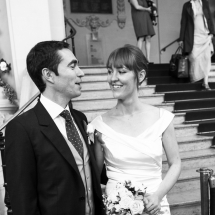 photographe mariage couple à la mairie Paris