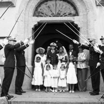 photographe mariage Chamonix portrait de famille sortie d'église